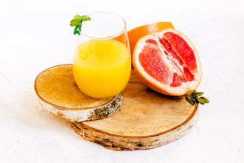 Zumo de toronja limon naranja