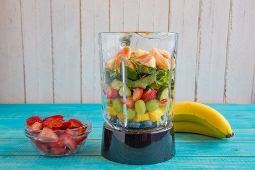 Licuadora de 1000w con frutas